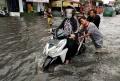 jalan-dengdek-kopo-sayati-terendam-banjir-cileuncang_20201124_204702.jpg