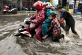 jalan-dengdek-kopo-sayati-terendam-banjir-cileuncang_20201124_204830.jpg