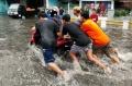 jalan-dengdek-kopo-sayati-terendam-banjir-cileuncang_20201124_205000.jpg