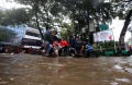 jalan-jatinegara-barat-terendam-banjir_20210208_195407.jpg
