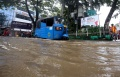 jalan-jatinegara-barat-terendam-banjir_20210208_195539.jpg