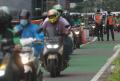 jam-pulang-kantor-motor-banyak-lewati-jalur-sepeda_20210419_142029.jpg