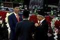 jk-salami-presiden-jokowi-dan-wapres-maruf-amin-usai-pelantikan_20191020_200431.jpg