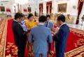 Jokowi Berdoa Bersama Keluarga Sebelum Dilantik