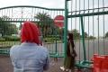 kecewa-monas-ditutup-wisatawan-berfoto-di-luar-pagar_20210515_190011.jpg