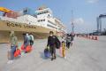 km-dorolonda-menurunkan-penumpang-di-pelabuhan-tanjung-priok_20210520_201918.jpg