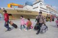 km-dorolonda-menurunkan-penumpang-di-pelabuhan-tanjung-priok_20210520_202211.jpg