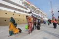 km-dorolonda-menurunkan-penumpang-di-pelabuhan-tanjung-priok_20210520_202340.jpg