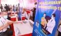lansia-suntik-vaksin-covid-19-di-pasar-cinde-palembang_20210303_174721.jpg