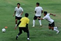 latihan-perdana-timnas-senior-indonesia-di-bawah-arahan-shin-tae-yong_20200807_204921.jpg