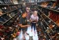 libur-panjang-penjualan-sepatu-cibaduyut-meningkat_20201101_221557.jpg