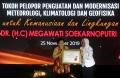 megawati-raih-penghargaan-dari-bmkg_20191125_231135.jpg