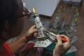 melihat-pembuatan-miniatur-monas-berbahan-kertas-bekas_20210607_181711.jpg