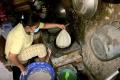 Meningkat, Pesanan Kulit Lumpia di Gang Kampung Kranggan Dalam