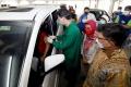 menkominfo-kunjungi-sentra-vaksinasi-indonesia-bangkit_20210405_200322.jpg