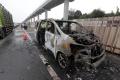 mobil-toyota-alphard-terbakar-di-jalan-tol-jagorawi_20201111_132524.jpg