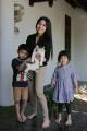 Mom and Kids Mengajarkan Anak Menyayangi Hewan