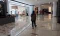 Pandemi Corona Berdampak Sepinya Pengunjung Mal di Jakarta