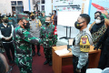 Panglima TNI Cek Kesiapan Tenaga Tracer Di Beberapa Puskesmas di Sidoarjo dan Malang