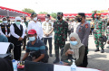 panglima-tni-kembali-pantau-serbuan-vaksinasi-di-bangkalan_20210621_133242.jpg