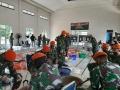 Paskhas TNI AU Bagikan 2.225 Takjil dan Nasi Kotak Untuk Warga