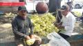 pedagang-kulit-ketupat-ramadan-di-jalan-tmp-taruna-tangerang_20210427_115441.jpg
