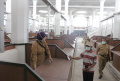 Pedagang Pasar Johar Mencari Kios Sesuai…