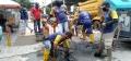 pekerja-pupr-palembang-perbaiki-saluran-air-yang-tersumbat_20210225_153520.jpg