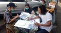 Pelukis Kartu Ucapan Lebaran di Kawasan Pasar Lama