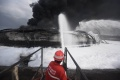 pemadaman-api-di-kilang-minyak-pertamina-balongan_20210331_194456.jpg