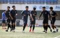 pemain-tim-sepakbola-psis-semarang-menjalani-latihan_20210525_115002.jpg