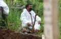 pemakaman-jenazah-korban-covid-19-di-tpu-cikadut-kota-bandung_20210202_132716.jpg