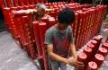 pemasangan-lilin-merah-persiapan-imlek-di-vihara-dharma-ramsi_20200123_171536.jpg