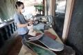 pembuatan-kacamata-dari-limbah-papan-skateboard_20190507_202455.jpg