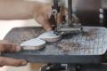 pembuatan-kacamata-dari-limbah-papan-skateboard_20190507_202849.jpg