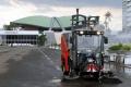 pengoperasian-mobil-penyapu-otomatis-di-komplek-parlemen-senayan_20201204_211727.jpg