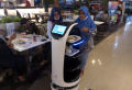 pengunjung-food-court-tangcity-mall-dilayani-robot-pramusaji_20211015_203656.jpg