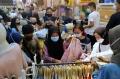 Pengunjung Pasar Baru Bandung Membludak