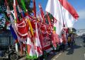 penjual-bendera-dan-umbul-umbul-hut-kemerdekaan-ri_20210806_183503.jpg