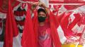 Penjual Bendera Musiman Jelang HUT Kemerdekaan RI