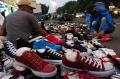 Penjualan Sepatu Baru dan Bekas di Jalan Astanaanyar Bandung Turun Tajam