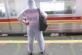 penumpang-commuter-line-gunakan-apd_20210223_174658.jpg