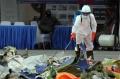 penyemprotan-disinfektan-hasil-temuan-sriwijaya-air-sj-182_20210118_014858.jpg