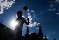 pesta-sepak-bola-dari-jalanan-rusia_20180710_193318.jpg