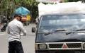 Petugas Dishub Operasi Penertiban Angkutan Bermuatan Barang