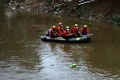 petugas-sar-sisir-korban-tenggelam-di-sungai-ciliwung_20201214_133129.jpg