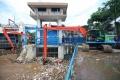 pintu-air-manggarai-di-penuhi-sampah_20200922_175555.jpg