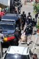 polisi-amankan-barang-bukti-dari-rumah-pelaku-bom-makassar_20210329_222006.jpg