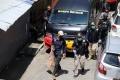 polisi-amankan-barang-bukti-dari-rumah-pelaku-bom-makassar_20210329_222315.jpg