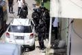 polisi-amankan-barang-bukti-dari-rumah-pelaku-bom-makassar_20210329_222746.jpg